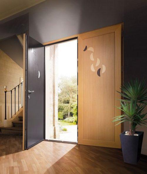 Porte en aluminium effet bois vendue par un expert en menuiserie qualifié RGE Maubeuge