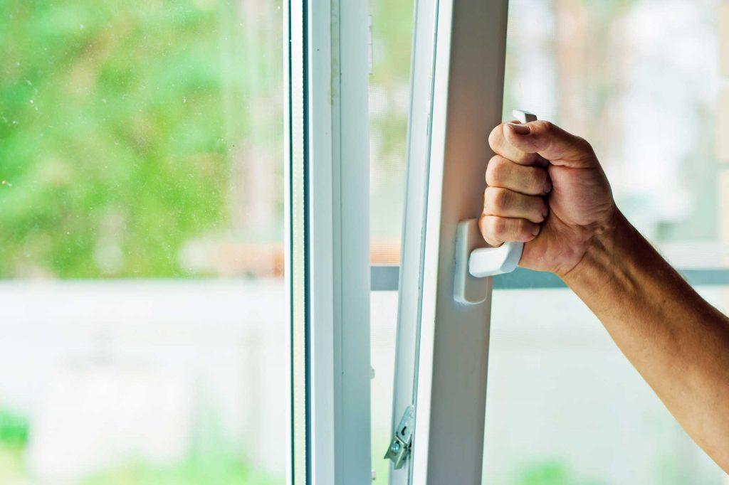 Installation fenêtre en PVC menuisier expert qualifié RGE Maubeuge