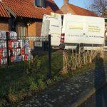 camion nord menuiserie devant chantier isolation des combles d'une maison en laine soufflée