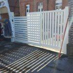pose d'un portail design en aluminium