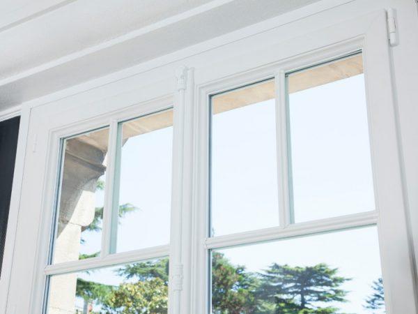 Installation de fenêtres en PVC réalisée par un menuisier expert qualifiée RGE Maubeuge