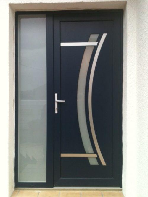 Installation de portes d'entrée en aluminium dans le nord par un menuisier expert qualifié RGE Maubeuge